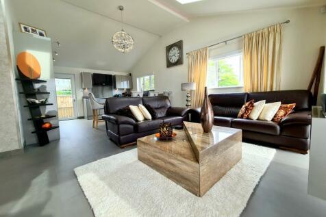 North Poulner Road, Ringwood, BH24 3JY. 2 bedroom detached bungalow