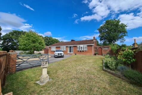Dewlands Way, Verwood, BH31 6JN. 4 bedroom detached bungalow
