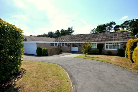 Ashley Heath, BH24 2HR. 3 bedroom detached bungalow