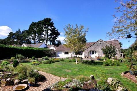 St Ives Park, Ashley Heath, BH24 2JY. 3 bedroom detached bungalow