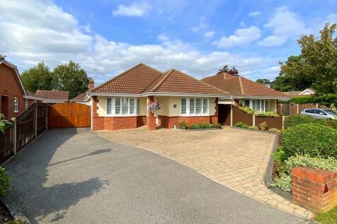 Lions Lane, Ashley Heath, BH24 2HL. 3 bedroom detached bungalow