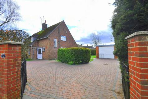 Southampton Road, Ringwood, BH24 1JQ. 3 bedroom semi-detached house