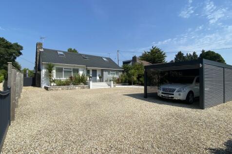 Fir Tree Close, Ringwood, BH24 2QW. 5 bedroom detached house