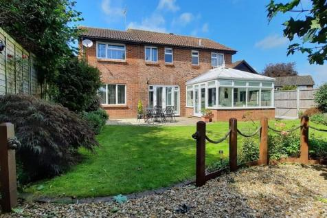 Pealsham Gardens, Fordingbridge, SP6 1RD. 4 bedroom detached house