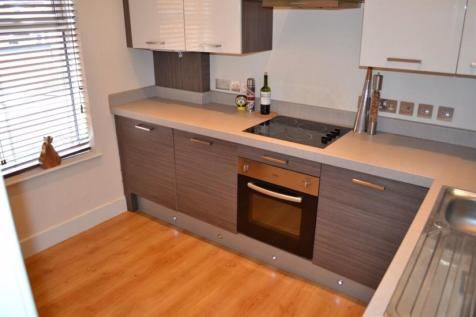 Ashby Road, LE11 3AA. 3 bedroom flat
