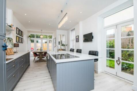 Preston Road, Westcliff-On-Sea, Essex, SS0. 4 bedroom detached house for sale