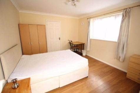 Old Bedford Road, Luton.. Studio flat