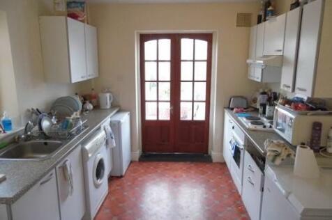 Park Avenue, Bath, Somerset, BA2. 4 bedroom terraced house