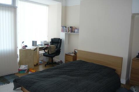 Lower Bristol Road, Bath, Somerset, BA2. 5 bedroom end of terrace house