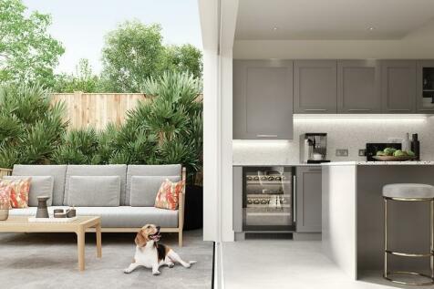 Stompond Lane Walton-On-Thames KT12 1HB. 5 bedroom detached house for sale