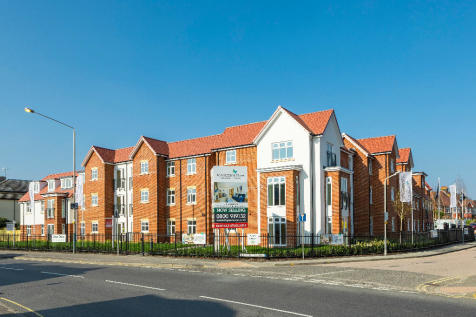Pinewood Gardens, Tunbridge Wells, Kent, TN4. 2 bedroom apartment
