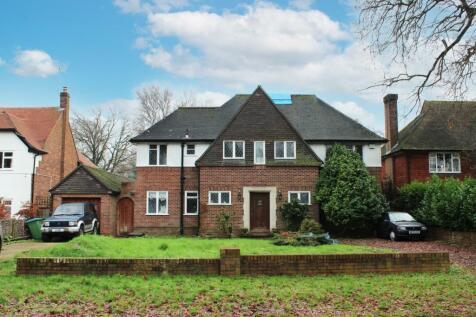 Ashley Park Avenue, Ashley Park, Walton-on-Thames, Surrey, KT12. 4 bedroom detached house for sale