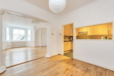 Hammersmith Grove, London, W6. 2 bedroom apartment