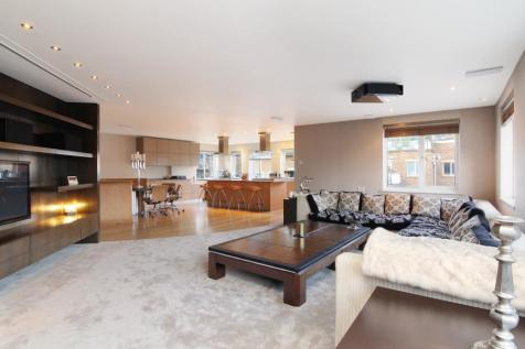 Mendip Court, Chatfield Road, London, SW11. 2 bedroom apartment for sale