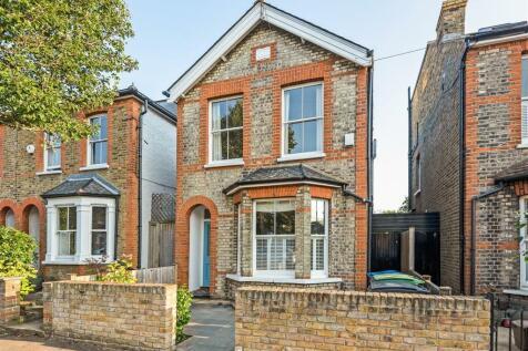 Bockhampton Road, Kingston Upon Thames. 3 bedroom detached house