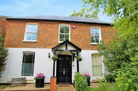 Hammers Lane, Mill Hill, London. 4 bedroom detached house