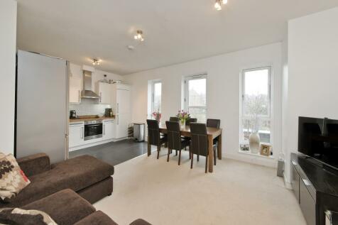 Endlesham Road, London, SW12. 2 bedroom apartment
