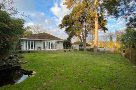 Vale Road, Parkstone, Poole, Dorset, BH14. 3 bedroom bungalow