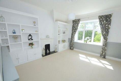 Sandecotes Road, Lower Parkstone, Poole, Dorset, BH14. 3 bedroom apartment