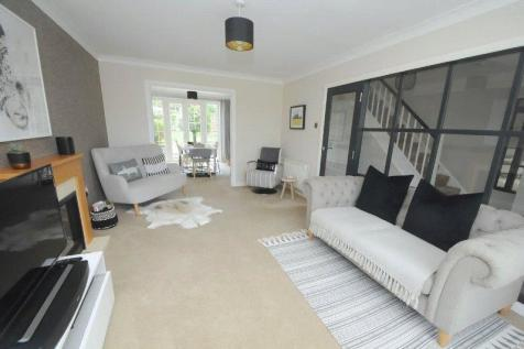 Wedgwood Drive, Whitecliff, Poole, Dorset, BH14. 3 bedroom terraced house