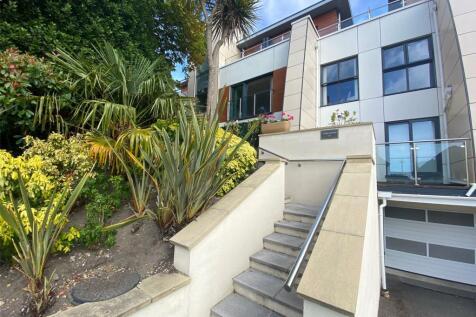 Glenair Road, Ashley Cross, Poole, BH14. 2 bedroom apartment