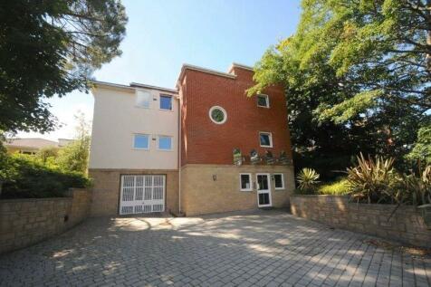 Belle Vue Road, Poole, Dorset, BH14. 2 bedroom penthouse