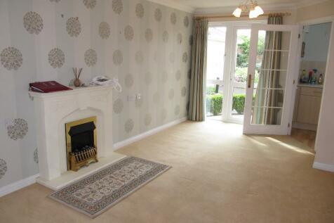 Tylers Close, Lymington, Hampshire, SO41. 1 bedroom ground floor flat