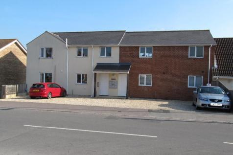 Lower Buckland Road, Lymington, Hampshire, SO41. 2 bedroom ground floor flat