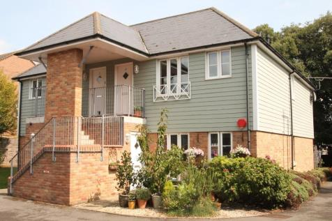 Holm Oaks, Lymington, Hampshire, SO41. 2 bedroom apartment
