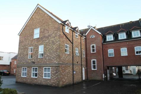 Priestlands Place, Lymington, Hampshire, SO41. 2 bedroom apartment