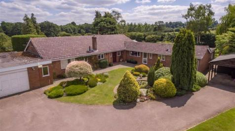 London Road, Hitchin, SG4. 6 bedroom detached house