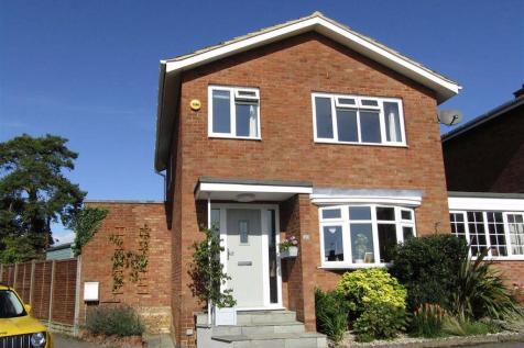 Newtons Way, Hitchin, SG4. 3 bedroom link detached house