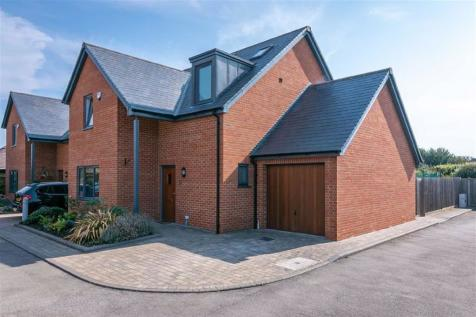 Strathmore Avenue, Hitchin, SG5. 4 bedroom link detached house