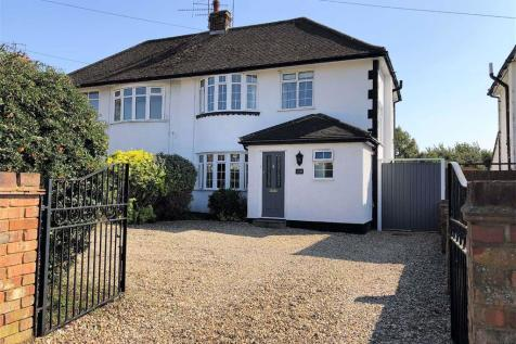 Cambridge Road, Hitchin, SG4. 3 bedroom semi-detached house