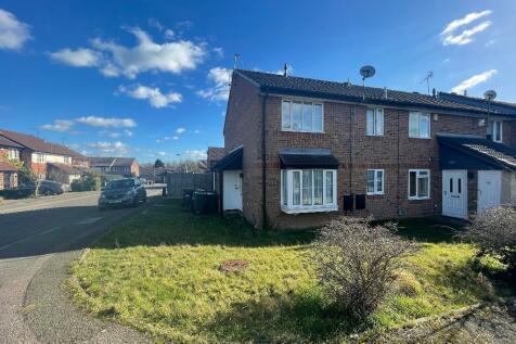 Spayne Close, Barton Hills, Luton, Bedfordshire, LU3 4BA. 1 bedroom cluster house