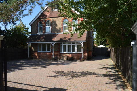 Portsmouth Road, Horndean. 4 bedroom detached house for sale
