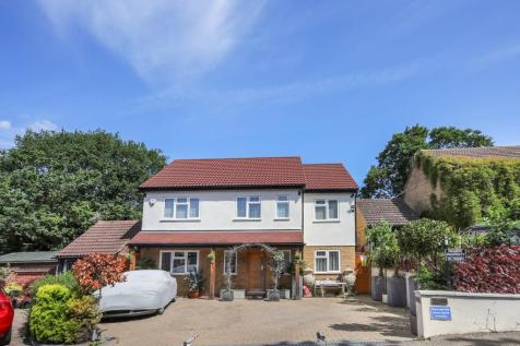 Ely Place, Woodford, IG8. 5 bedroom detached house