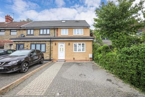 Kingsley Road, Barkingside, IG6. 5 bedroom end of terrace house