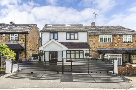 The Acorns, Grange Hill, IG7. 4 bedroom semi-detached house