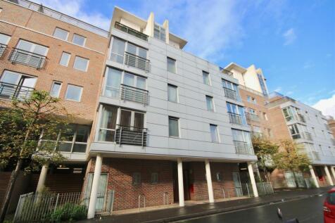 Cross Street, Portsmouth. 2 bedroom flat