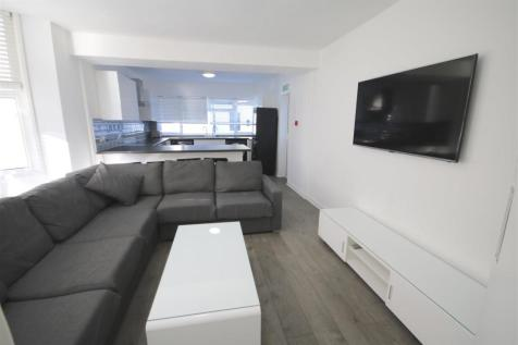 Victoria Road North, Southsea. 1 bedroom flat