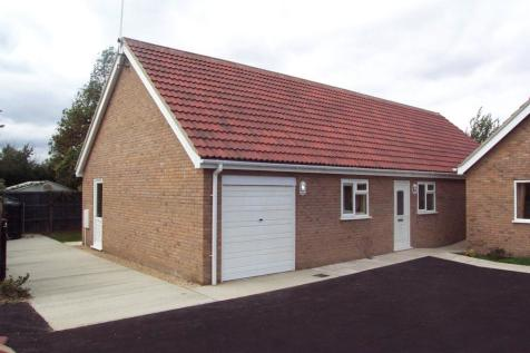 Holly Close, Holywell Row, Bury St. Edmunds, IP28. 3 bedroom bungalow