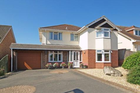 Bute Drive, Highcliffe, Christchurch, Dorset, BH23. 4 bedroom detached house