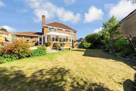 Greenfinch Way, Horsham. 4 bedroom detached house