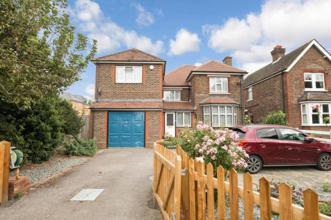 Parsonage Road, Horsham. 4 bedroom detached house