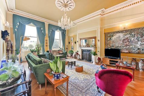 Brunswick Square, Hove, East Sussex, BN3. 3 bedroom apartment for sale