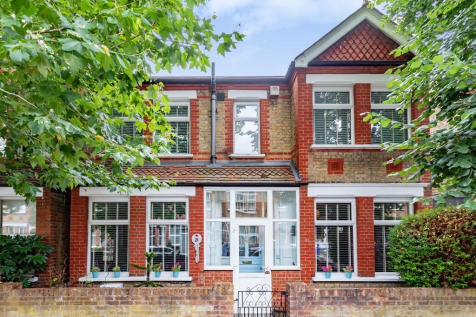 Whitehall Road, Hanwell. 4 bedroom semi-detached house
