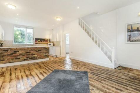 Russell Gardens Mews, Kensington & Chelsea. 4 bedroom mews house