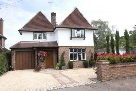 Grasmere Avenue, Harpenden, Hertfordshire, AL5. 4 bedroom detached house