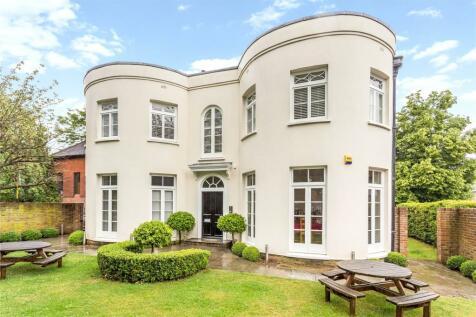 Wellington House, 5 Leyton Green, Harpenden, Hertfordshire, AL5. 3 bedroom flat for sale